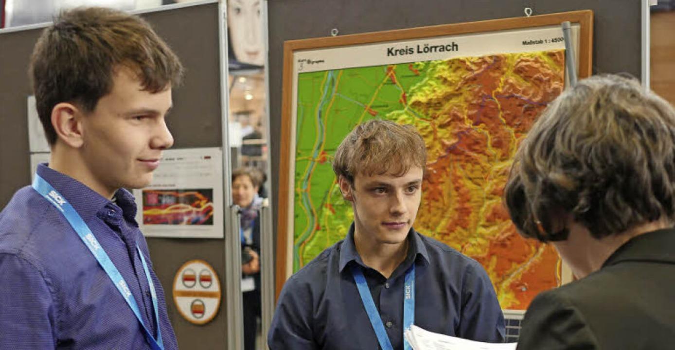 """Leander Hartenburg (links) und Leon Kl...""""Jugend forscht"""" bewertet.    Foto: Jürgens/ Hohenfeld"""