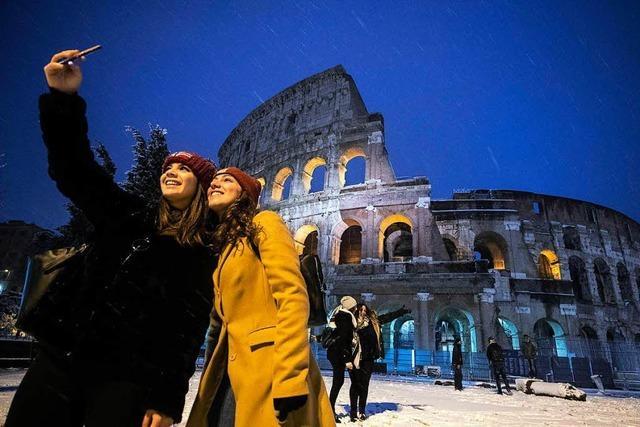 Eine Skitour um das Kolosseum? Bibbernde Madrilenen? Das ist der Winter in Europa