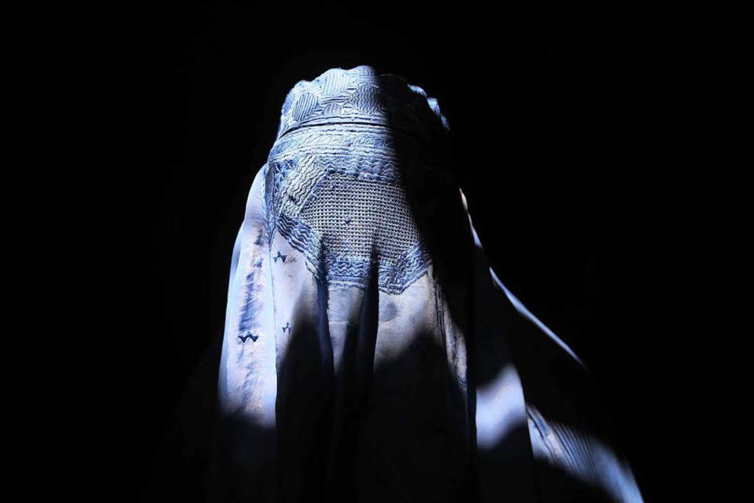 Seit Oktober gilt in Österreich ein Ve...auch Burka-Trägerinnen betroffen sind.  | Foto: dpa