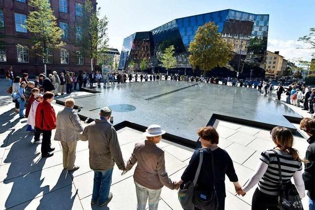 Viel Lob für die Gestaltung des Platzes der Alten Synagoge in der BZ-Umfrage