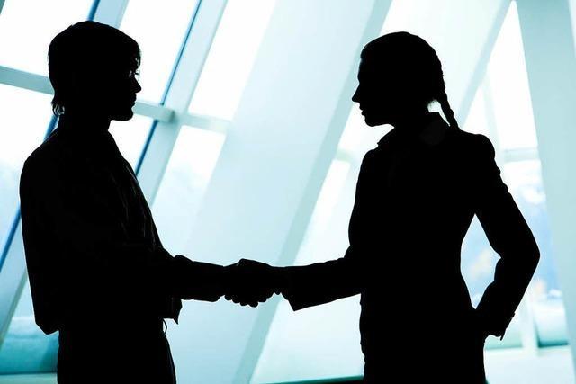 Chef oder Gattin – wer stellt wen zuerst vor?