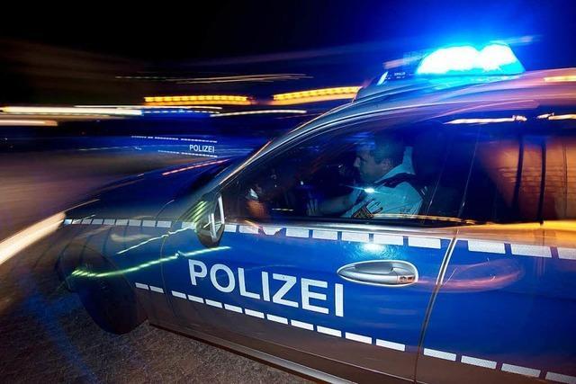 Zeuge gesucht: Betrunkener kollidiert mit Streifenwagen