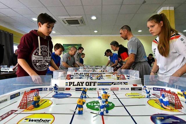 Beim Tischeishockey wird der kleinste Fehler bestraft