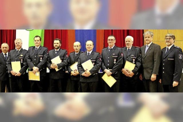 Ehre und Anerkennung für verdiente Feuerwehrleute