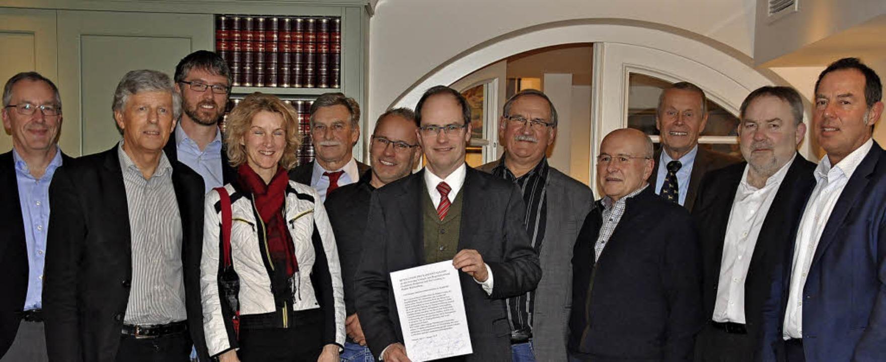 Bürgermeister Christian Renkert (Bildm... Kandertalbahn angestrebt werden soll.  | Foto: Jutta Schütz