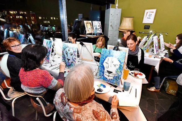 Bei der Freiburger ArtNight malen Hobby-Künstler eigene Bilder
