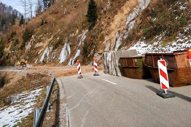 L148 bleibt weiterhin gesperrt – Felsbrocken noch nicht gesichert