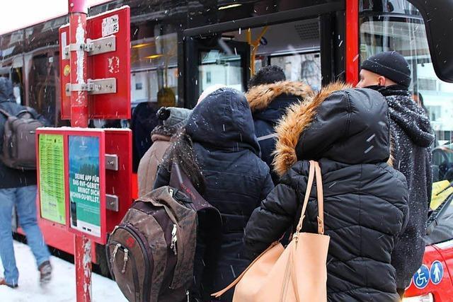 Ersatzverkehr für die Höllentalbahn rollt an: Auf der Suche nach Bus und Fahrplänen