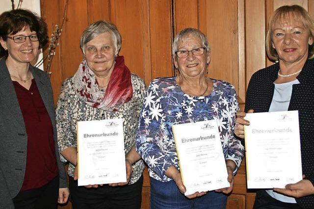 Landfrauen ernennen drei neue Ehrenmitglieder