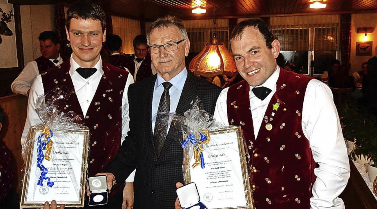 Stefan Burger (links) und Ralph Wernet...medaille der Gemeinde  ausgezeichnet.   | Foto: Kurt Meier