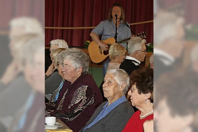 Senioren feiern mit dem Frauenverein