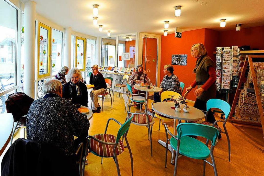 Das Foyer der Cella lädt zwei Mal in der Woche zu Kaffee und Kuchen ein.  | Foto: Ingo Schneider