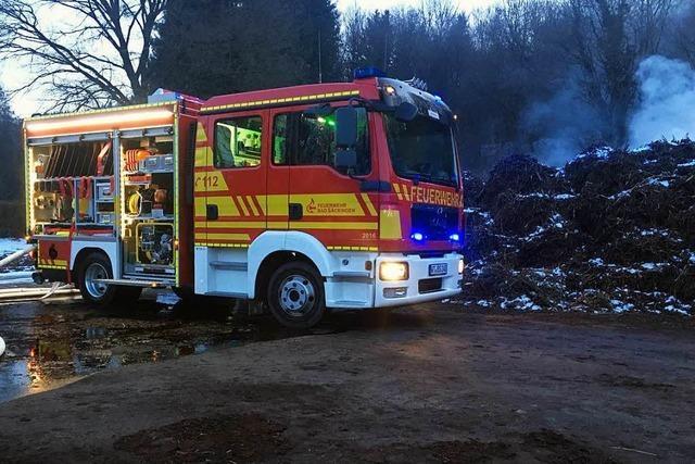 Große Kompostanlage bei Wallbach gerät in Brand