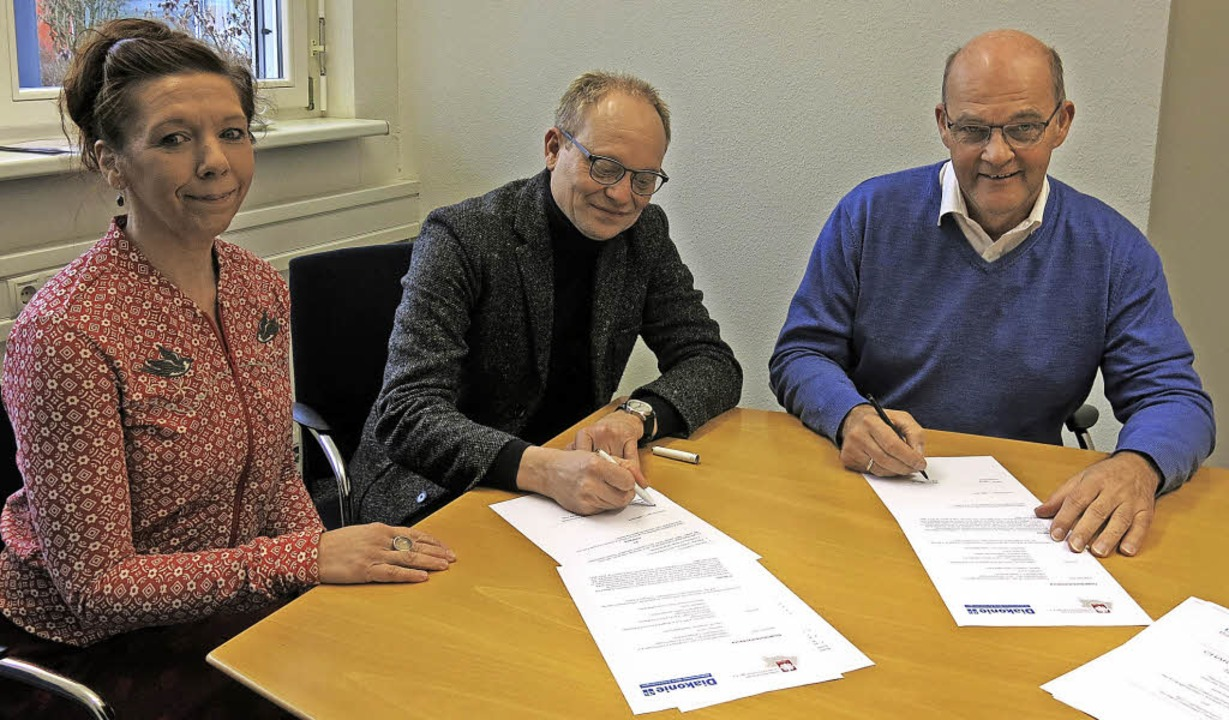 Rainer Leweling (Caritasverband) und M...heit von Sabine Weidert (Hospizdienst)  | Foto: Georg Voß