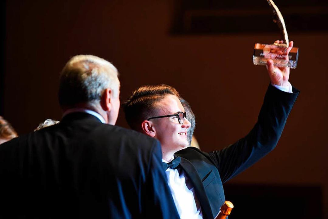 Tim Jendricke freut sich über die Auszeichnung als Sportler des Jahres.  | Foto: Rita Eggstein