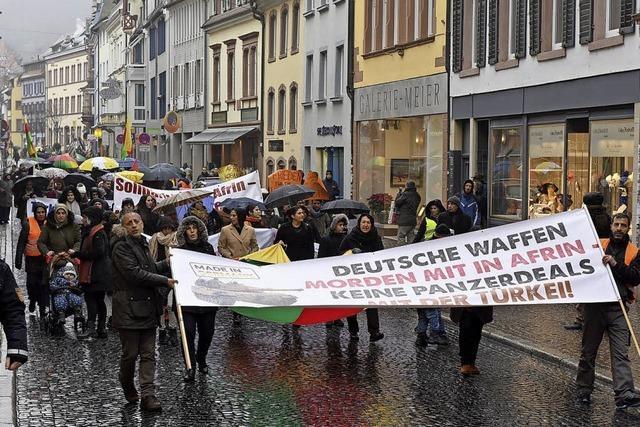 150 Menschen demonstrieren gegen Erdogan und den Einmarsch der Türkei in Syrien
