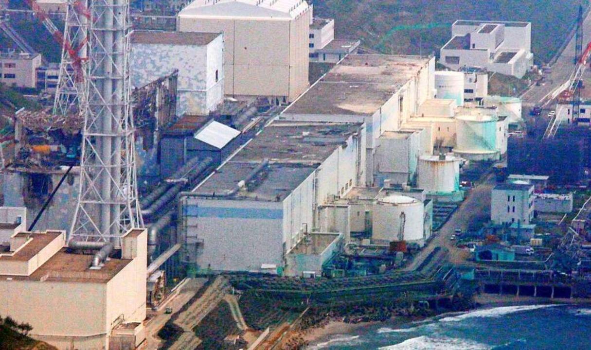 Ein Blick auf die Anlage des Atomkraftwerks Fukushima  | Foto: dpa