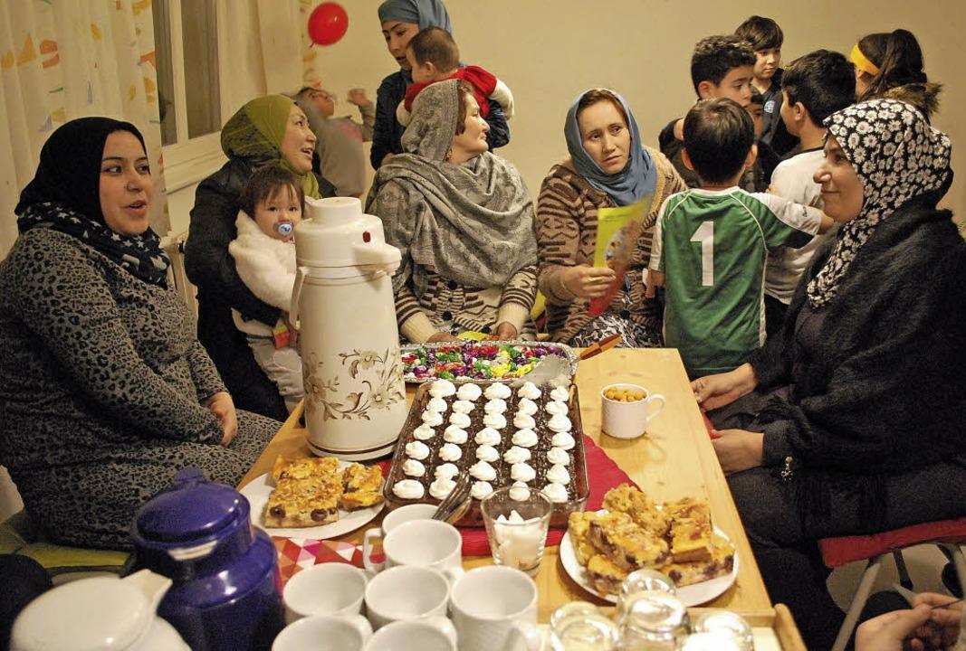 Kaffee oder Tee? Nach dem Vortrag über gesunde Ernährung gab es Kuchen.   | Foto: Thomas Loisl Mink