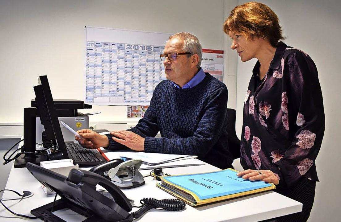Auf der Suche nach Ausbildungsstellen ...chüler:  Sabine Stein und Reiner Pöhl   | Foto: Frank Schoch
