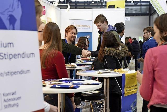 Junge Menschen planen ihre berufliche Zukunft auf der Karrieremesse Horizon