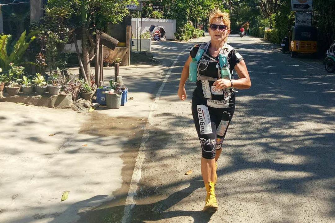 Brigid Wefelnberg auf der Strecke beim Philippinenlauf  | Foto: privat