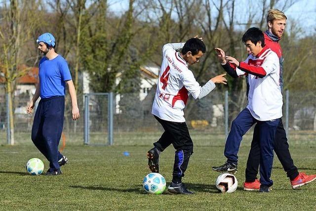 In Freiburg kicken Spieler mit und ohne Handicap zusammen