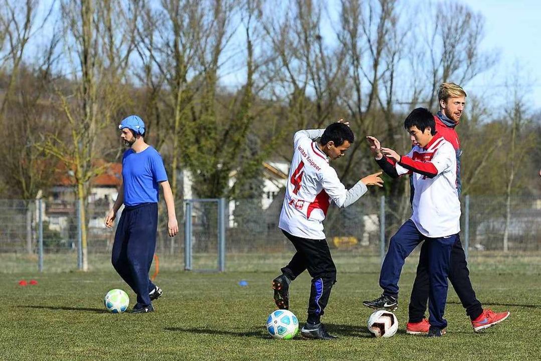 Das erste Pfiff-Training startete auf dem Sportplatz in Opfingen.  | Foto: Ingo Schneider