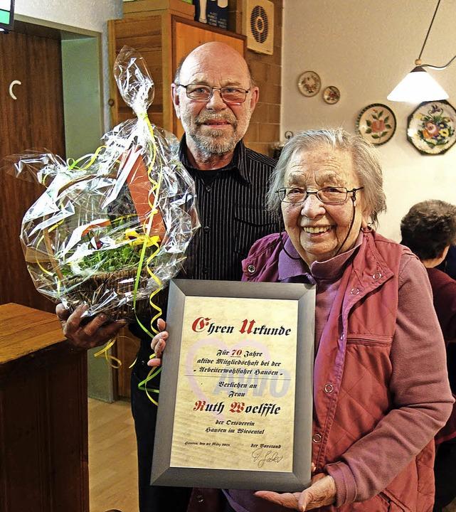 Ruth Woelffle wurde bei der Arbeiterwo...für 70-jährige Mitgliedschaft geehrt.   | Foto: Gudrun Gehr