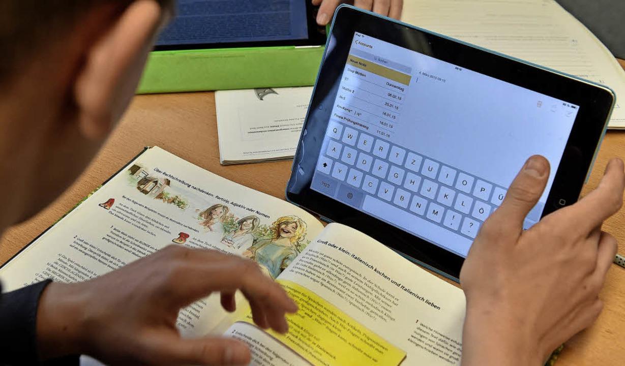 Digitales Lernen soll mit der neuen Pl...sich auch das Lise-Meitner-Gymnasium.   | Foto: Weber-Kroker/dpa