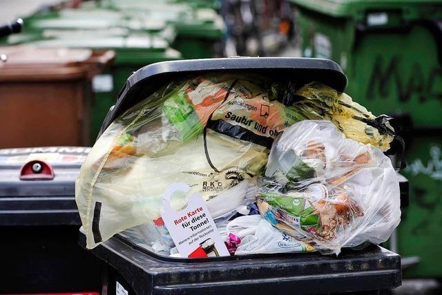 Freiburger Abfallwirtschaft verteilt nur noch rund 30 roten Karten im Monat