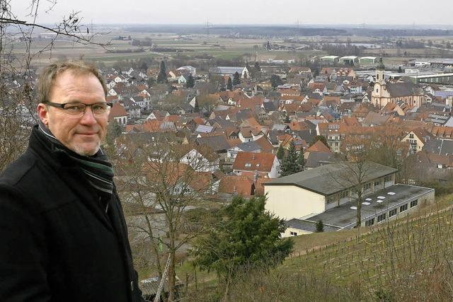 Ortsrundgang durch Riegel mit Bürgermeisterkandidat Daniel Kietz