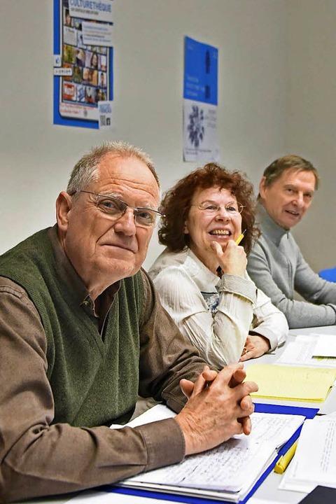 Henry Kesper (vorne) mit zwei seiner Mitschüler im Französischkurs in Freiburg.  | Foto: Michael Bamberger