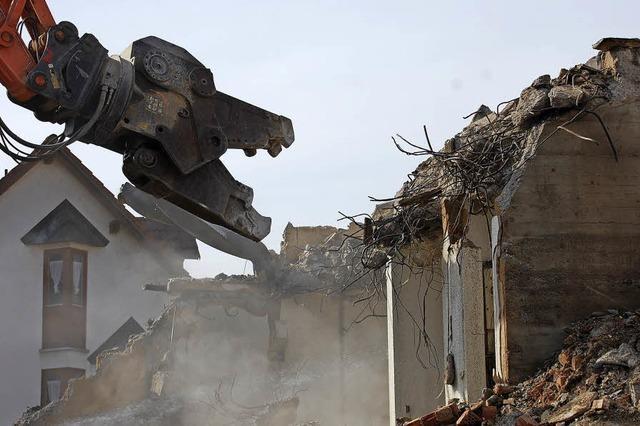 Eine Kirche wird abgerissen