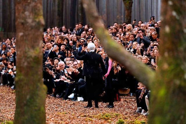 Kritik an Lagerfeld-Modenschau mit Bäumen