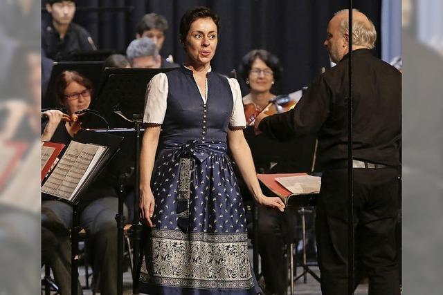 Carl Maria von Weber flankiert das Harfenkonzert von Nino Rota