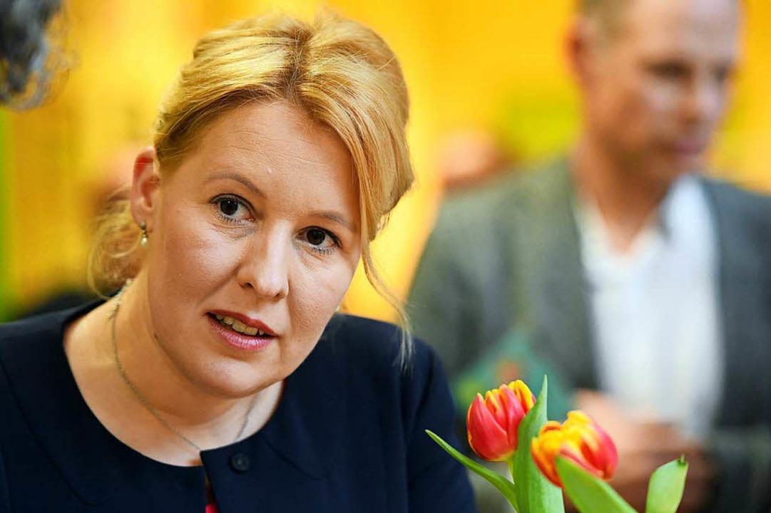 Die Neuköllner Bürgermeisterin Franzis...ennt sie sich gut mit Integration aus.  | Foto: dpa