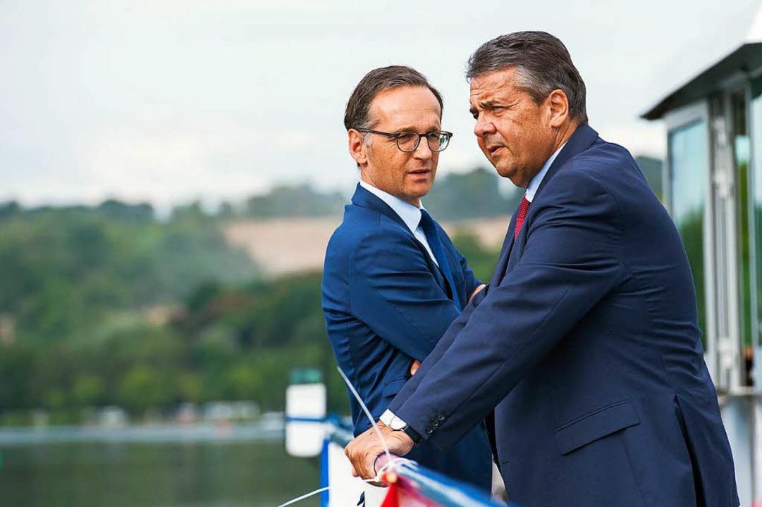 Der neue und der alte Außenminister: Heiko Maas (links) und Sigmar Gabriel  | Foto: dpa