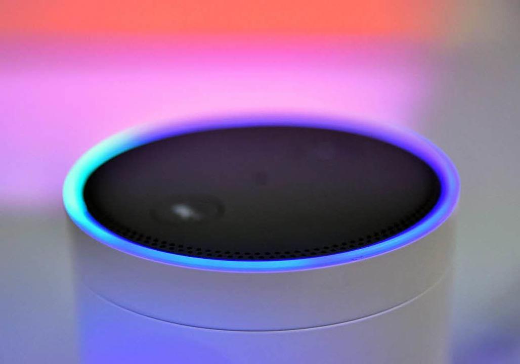 Der Lautsprecher Amazon Echo - Alexa Voice Service steht  auf der IFA.    Foto: dpa