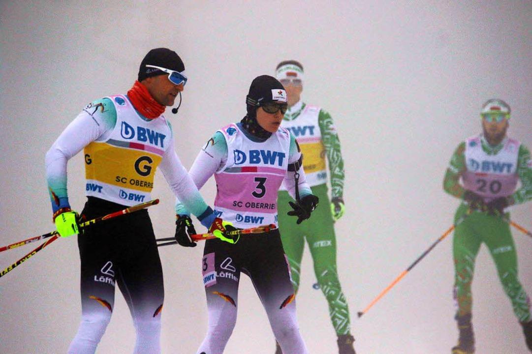 Guide Florian Schillinger begleitet Biathletin Vivian Hösch.    Foto: Joachim Hahne