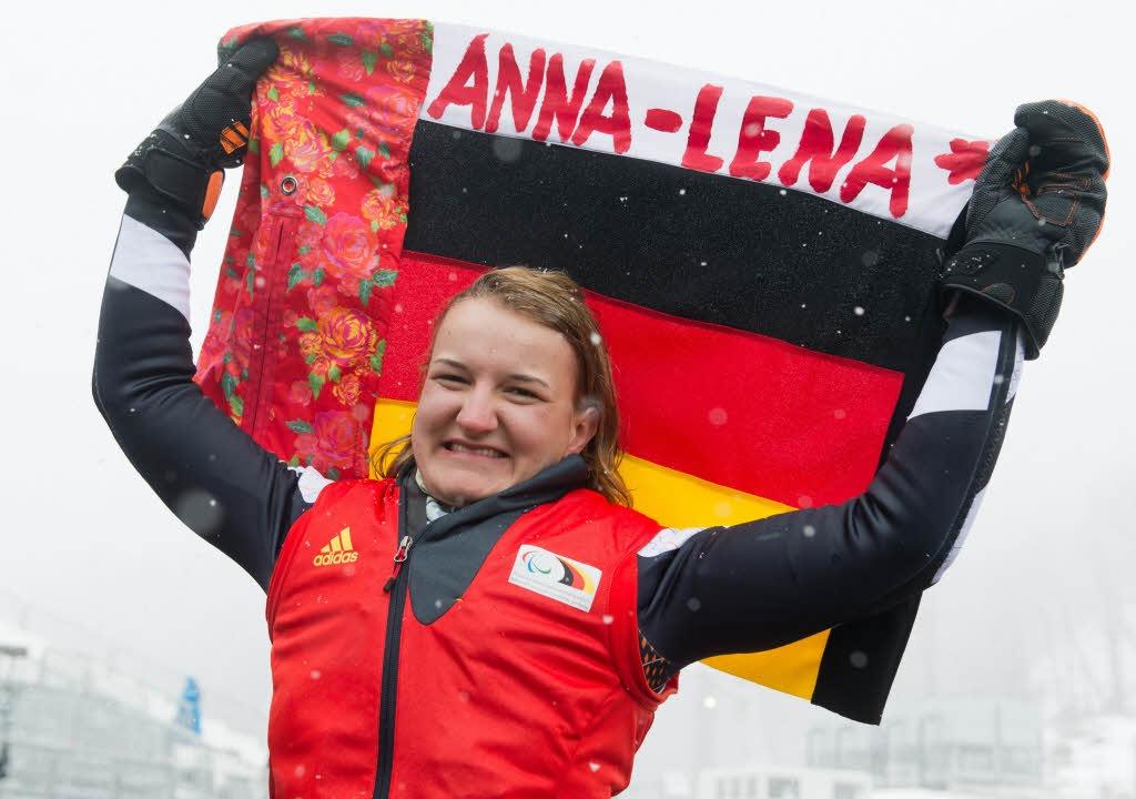 Anna-Lena Forster nach ihrem Goldlauf in Sotschi 2014    Foto: dpa