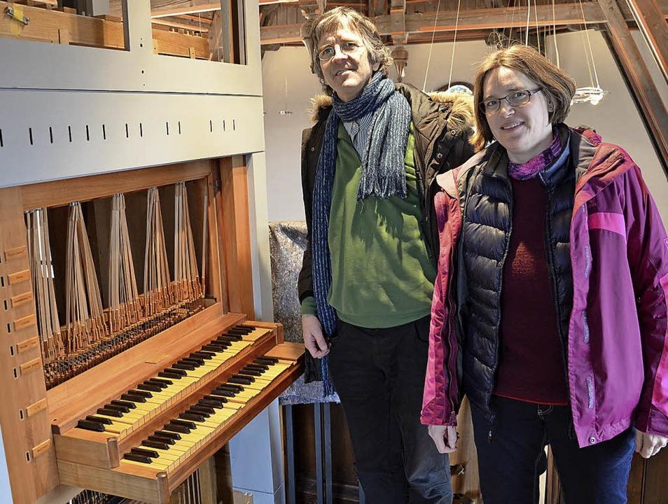 Pfarrerin Severine Plöse und Organist Reinhard Hahn  | Foto: Karl Kovacs