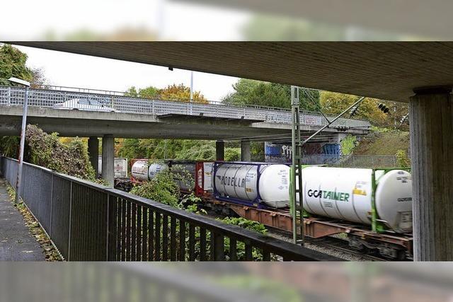 Die Straßenbrücke der Sundgauallee über die Güterbahn muss saniert werden