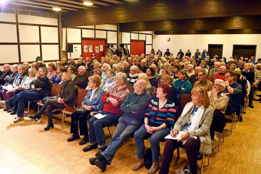 Rund 150 interessierte Bürgerinnen und...St.-Petrus-Canisius-Gemeinde gekommen.  | Foto: Thomas Kunz