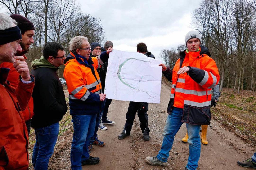 Oberbauleiter Lukas Warken vom Freibur...ern aus der Region das Großbauprojekt.  | Foto: Manfred Frietsch