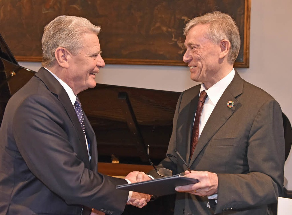 Joachim Gauck (l.) mit Laudator Horst Köhler.   | Foto: Michael Bamberger