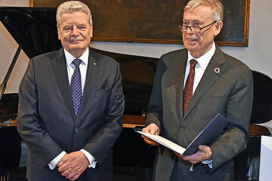Zwei Ex-Bundespräsidenten im Freiburger Historischen Kaufhaus: Joachim Gauck (links) und Horst Köhler. (Foto: Bamberger)