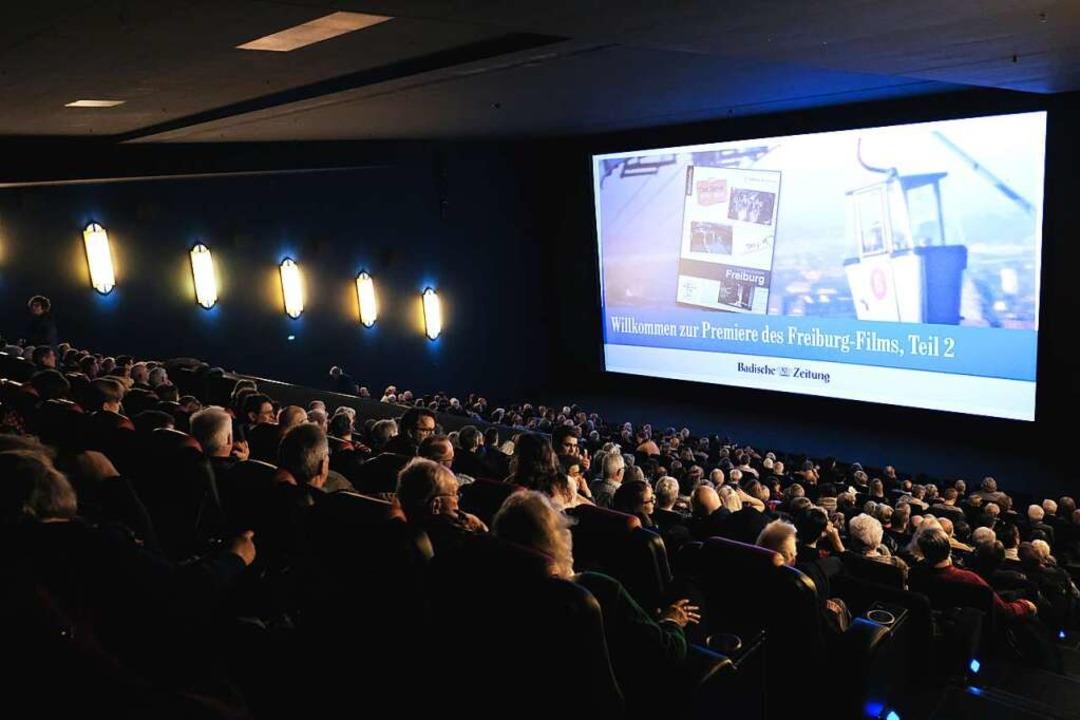 In zwei ausverkauften Kinosälen hatte der neue Freiburg-Film Premiere.   | Foto: Miroslav Dakov