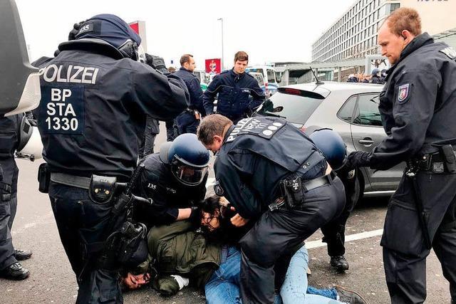 Tumulte bei Kurden-Demos am Düsseldorfer Flughafen