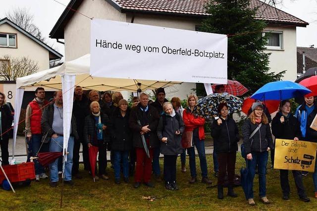 Rund 100 Menschen bei Demo für den Bolzplatz in Schopfheim