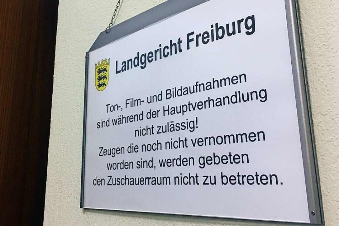 Ein Schild im Freiburger Landgericht w...Gerichtssaal fotografieren und filmen.  | Foto: Carolin Buchheim